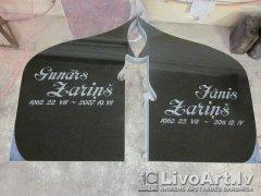 kapu piemineklis ar sveci